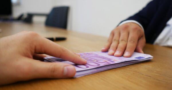 Jak działają pożyczki chwilówki Ile wynosi pożyczka, ile odsetki, jaki czas spłaty